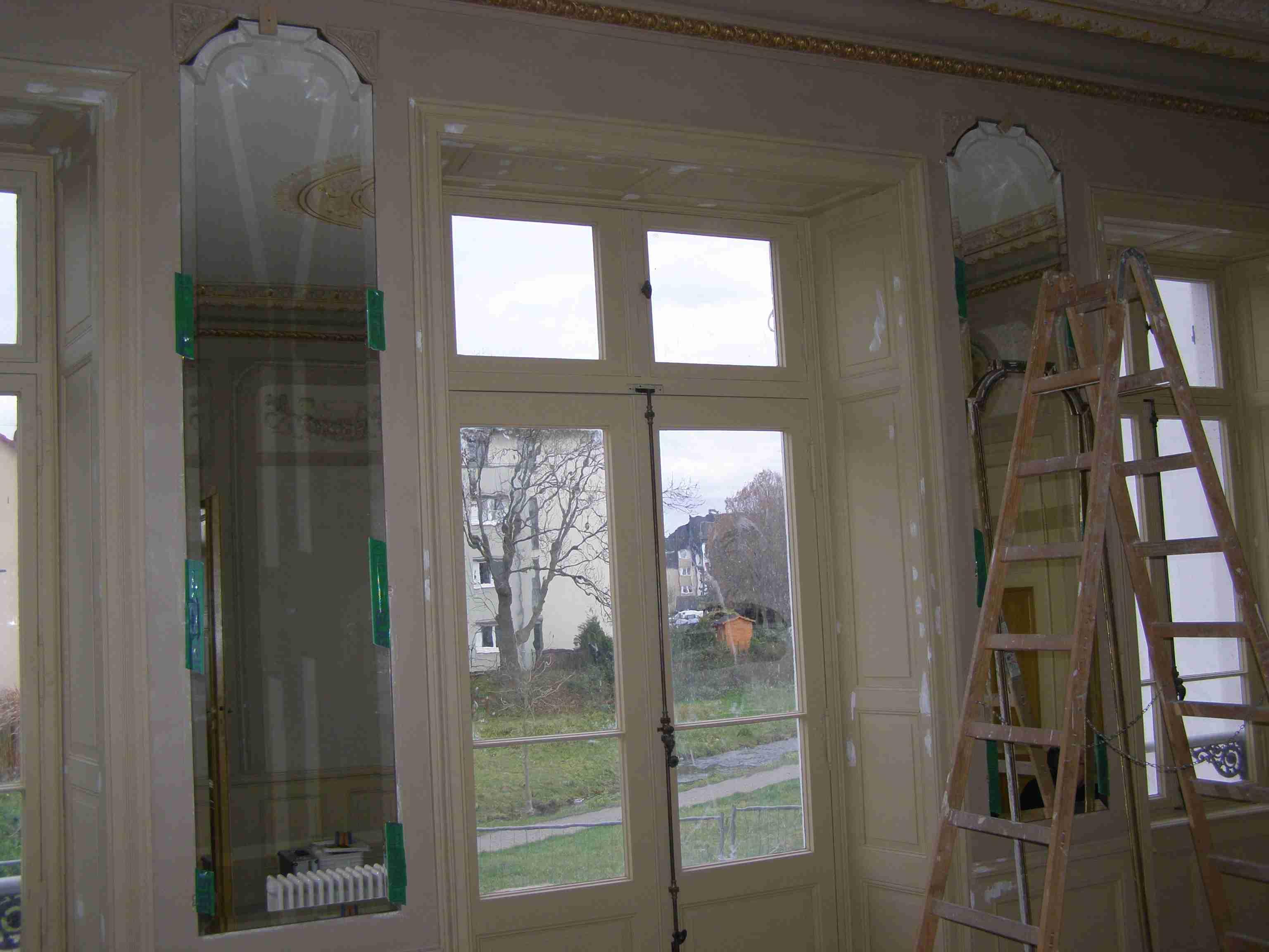 Festsaal in der Villa Buechner - die neu eingesetzten Spiegel